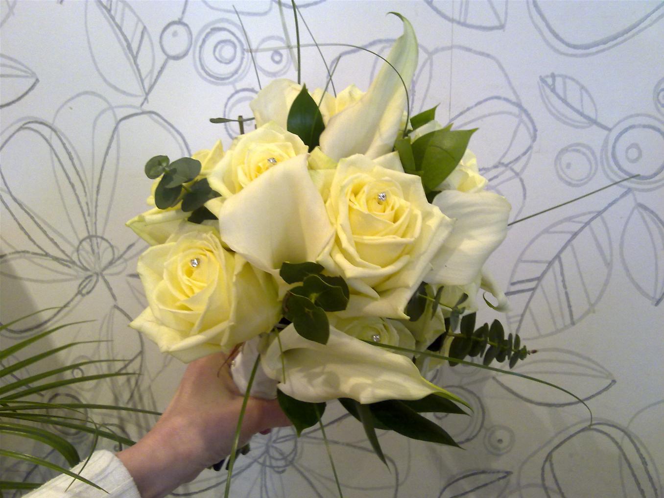 Wedding flowers bolton flower design florist wedding flowers by design izmirmasajfo